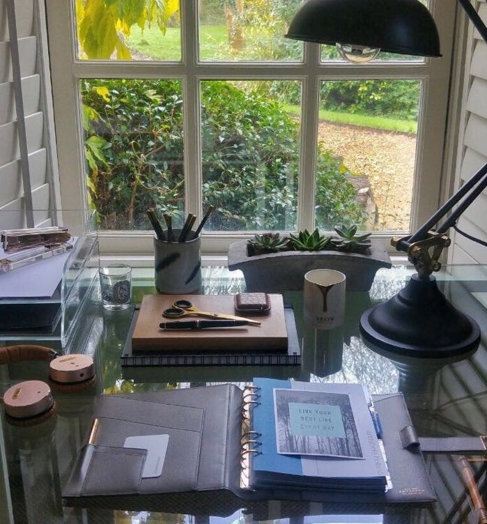 cropped-desk_annabelle-holland-design