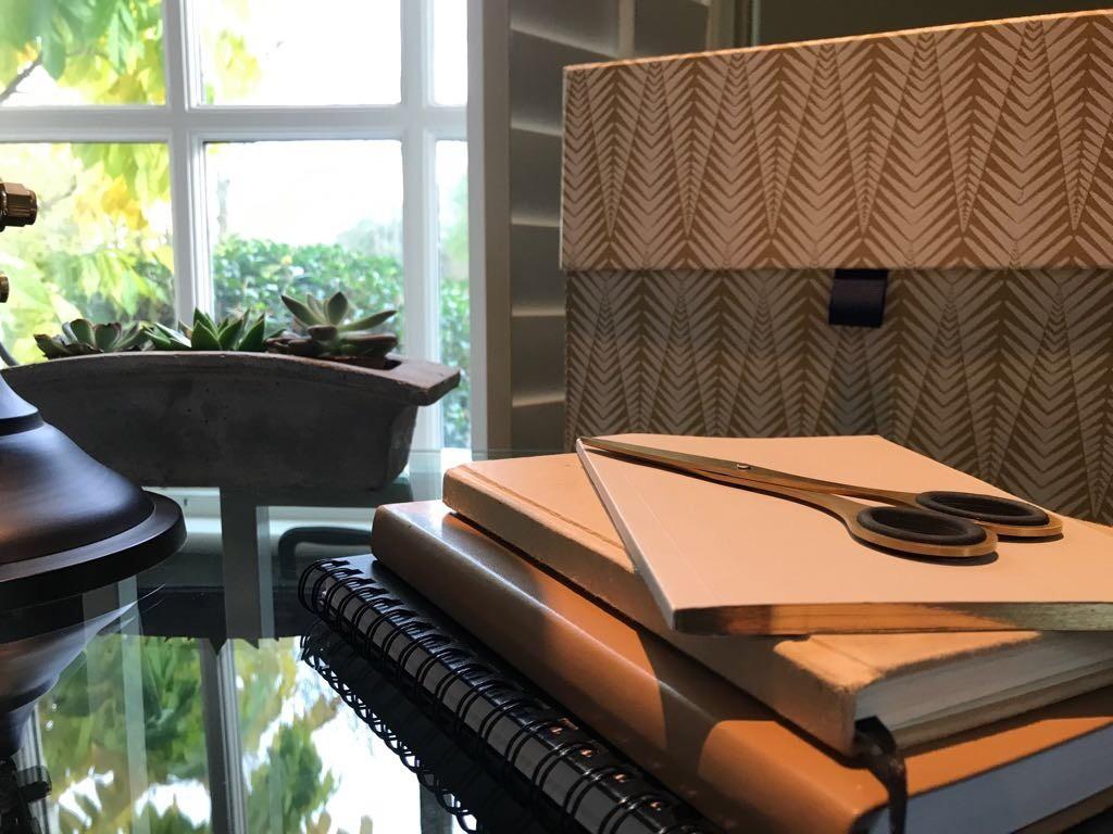 desk-close-up-2_annabelle-holland-design