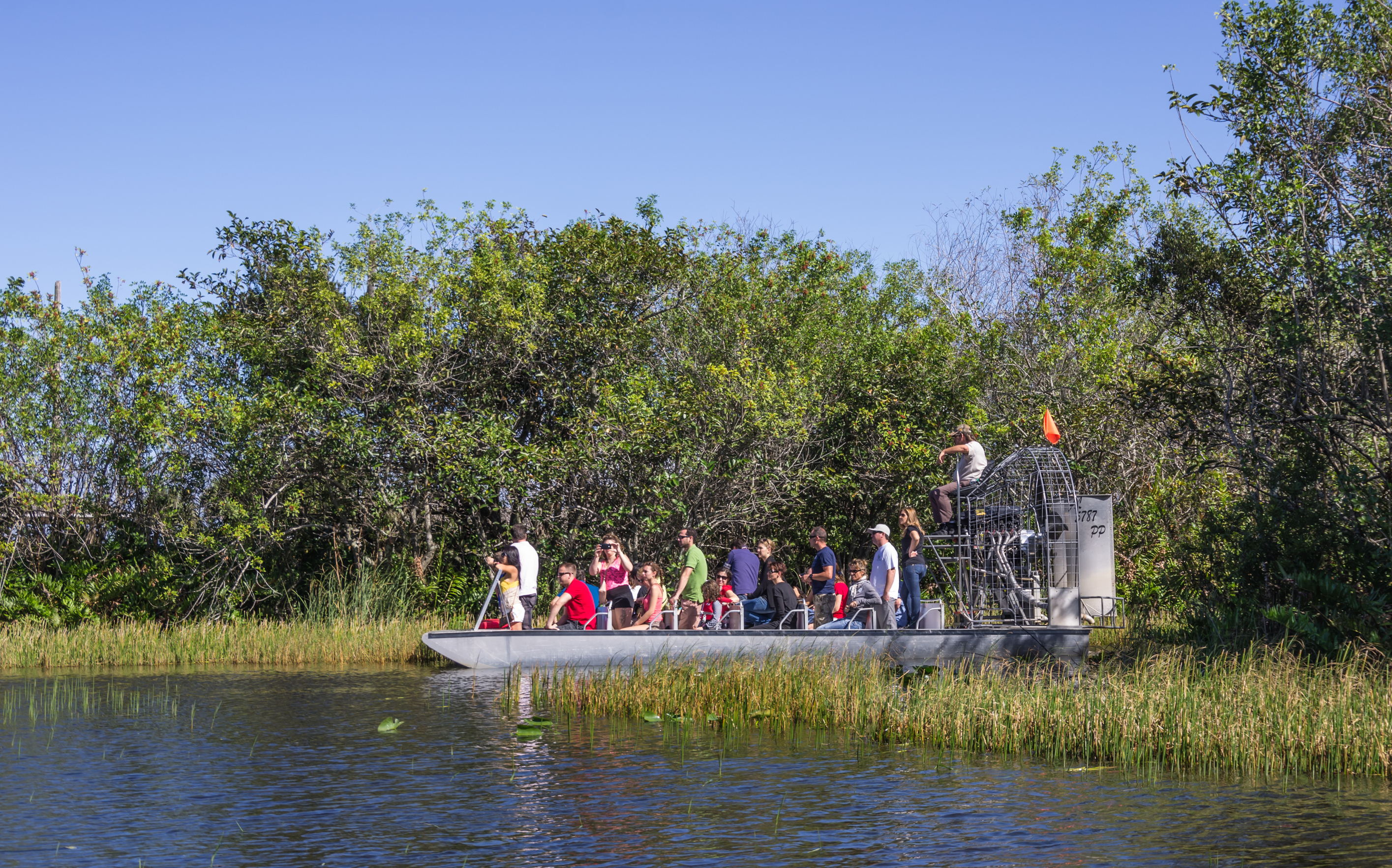 eople-on-airboat-in-the-evergladesflorida
