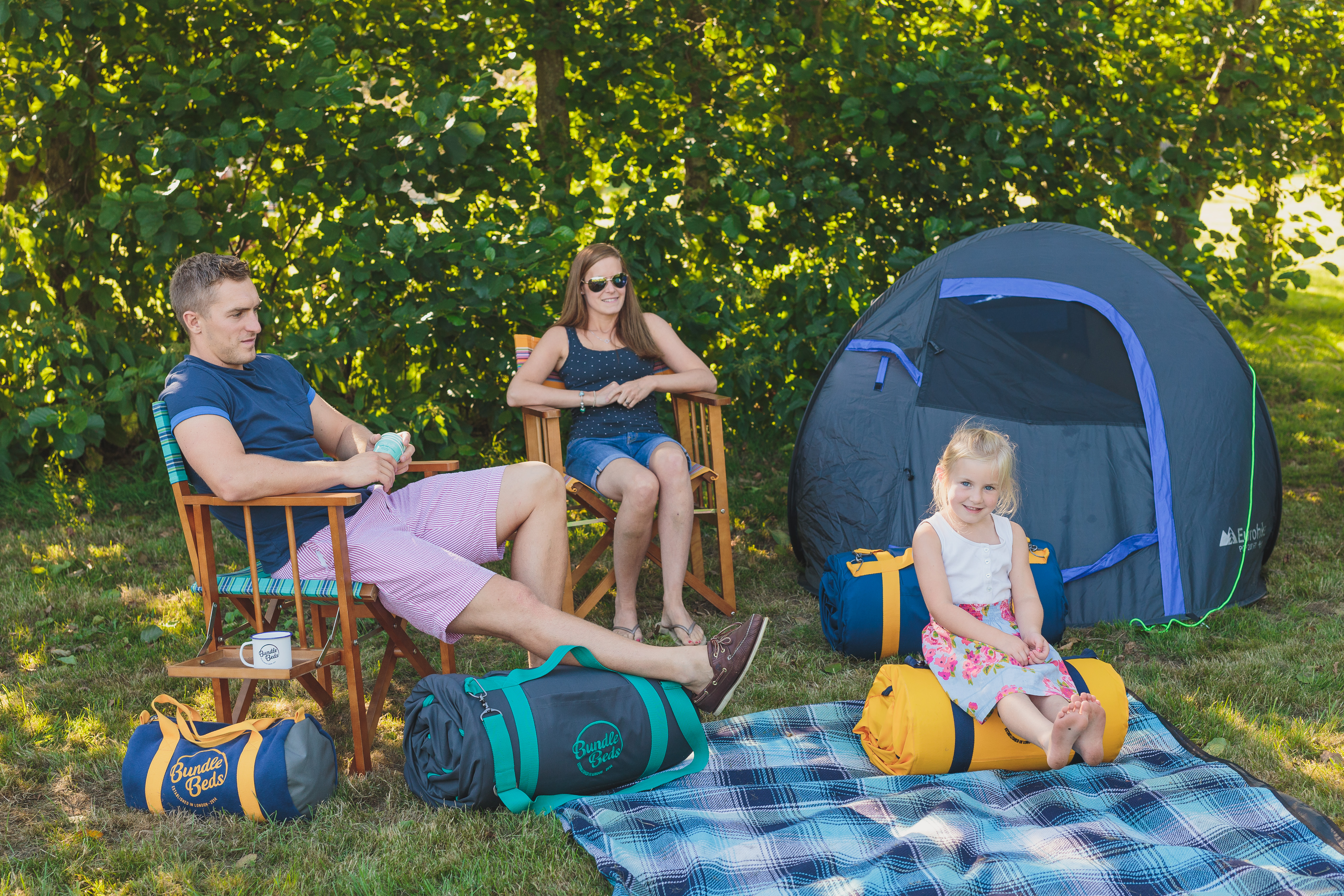 parents-and-child-camping